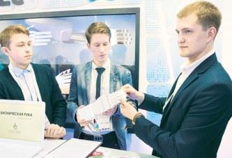 Студенты БНТУ создали прототип бионической руки