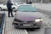 Нетрезвый колясочник протаранил припаркованную машину