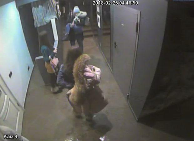 Фото сзаписи камер видеонаблюдения предоставлено администрацией бара «Туманы»