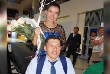 Колясочник сделал предложение возлюбленной на конкурсе красоты