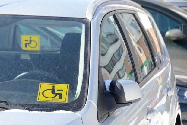Инвалиды и дети-инвалиды могут получать компенсацию 50% от стоимости полиса ОСАГО