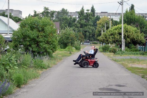 Инвалид-колясочник Михаил Суменков