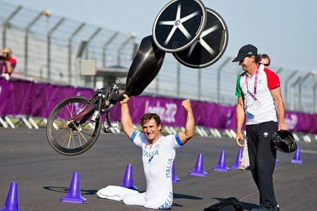 Безногий пилот Алессандро Дзанарди примет участие в гонке чемпионата DTM