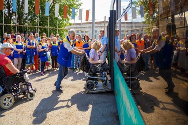 Красноярский колясочник обучил экипажи троллейбусов