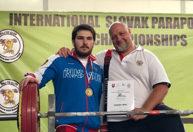 Магомед Джамалов. На соревнованиях Магомед поднял штангу весом 207 кг
