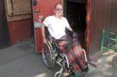 В Красноярске колясочник построил подъемник в квартиру