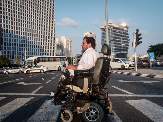 Инвалиды парализовали Тель-Авив