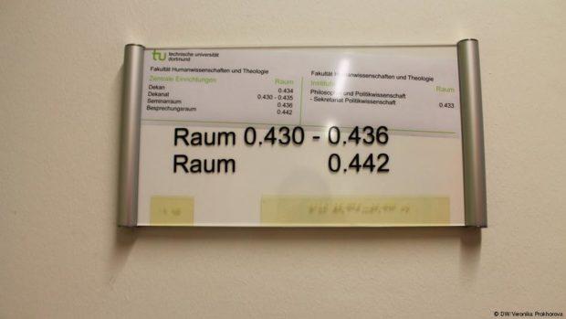 Все кабинеты в Дортмундском университете оснащены шрифтом Брайля