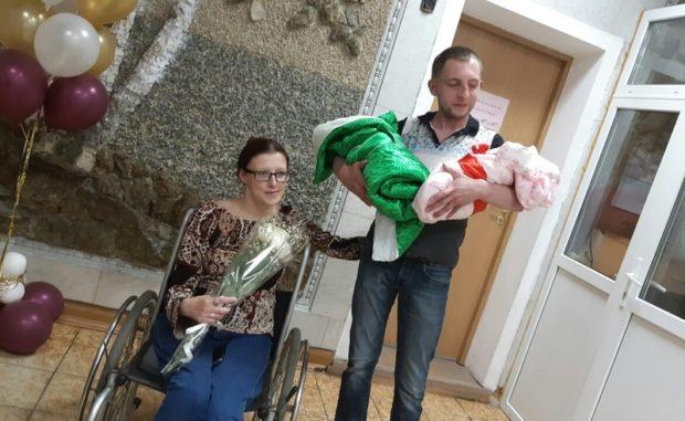ВЧелябинской области колясочница Любовь Калиниченко родила двойню