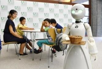 Официант робот-аватар