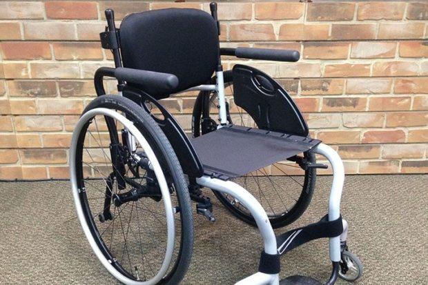 Чиновников принудили купить кресло-коляску