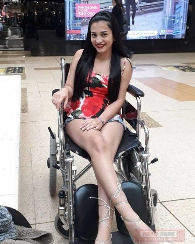 Колумбийка Луиза Фернанда Буйтраго (Luisa Fernanda Buitrago) -No me dejes caer jamás – татуировка привела к инвалидности