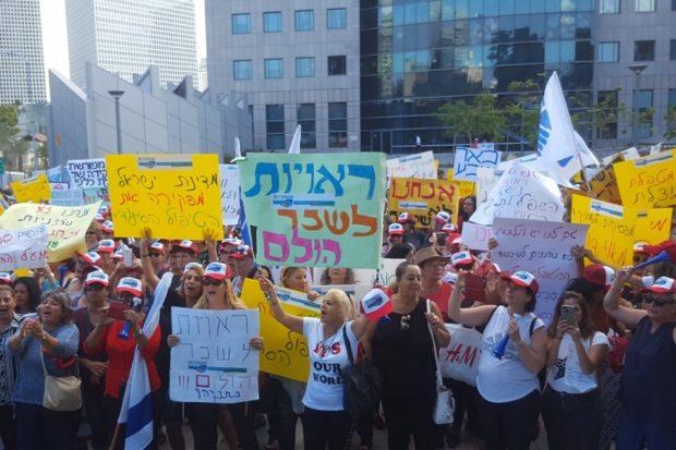 Демонстрация работников по уходу за больными и престарелыми в Тель-Авиве