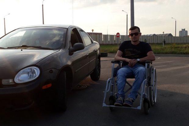 Инвалид-колясочник уехал на машине в Минск и пропал