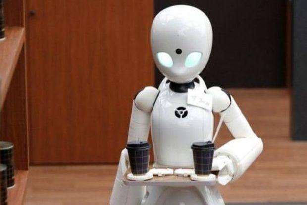 В новом японском кафе трудятся роботы-официанты под управлением парализованных людей