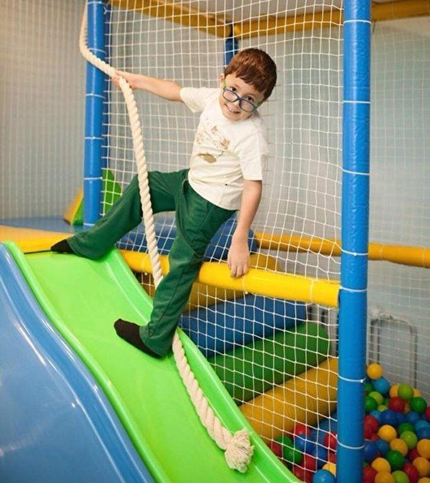 Первые признаки болезни появились к трем годам, а в семь лет Давиду стало тяжело ходить