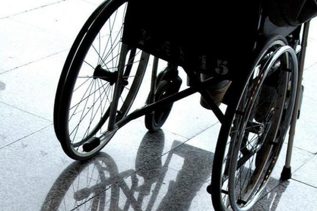 Недовольные ребенком-колясочником жители московского дома выломали в подъезде пандус