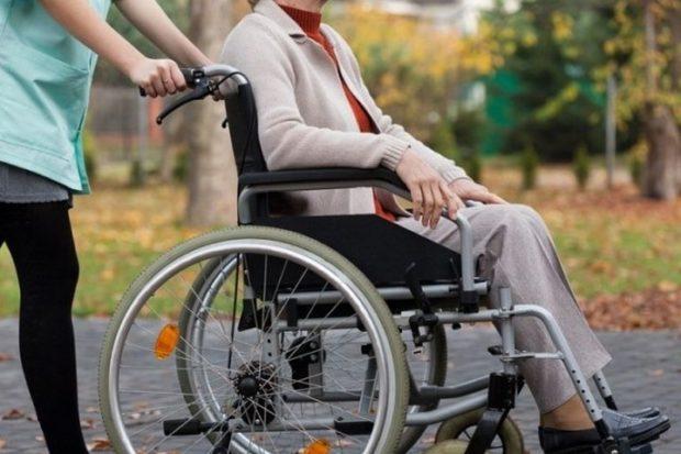 Инвалид-колясочник не смогла записаться на личный прием к мэру Волкову