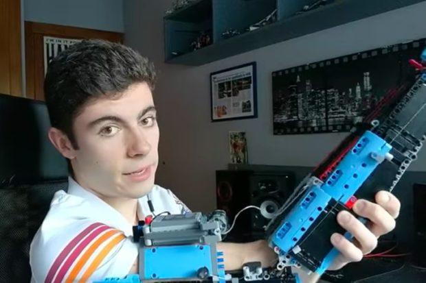 Студент создает сложные электронные протезы из Lego