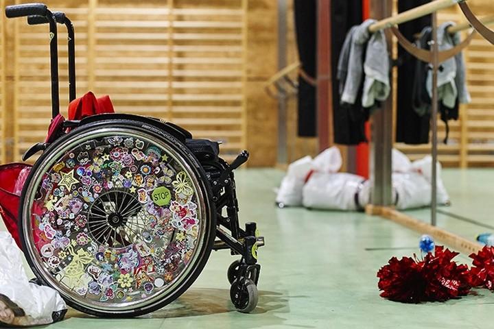 Василию Царегородцеву подарили коляску для танцев