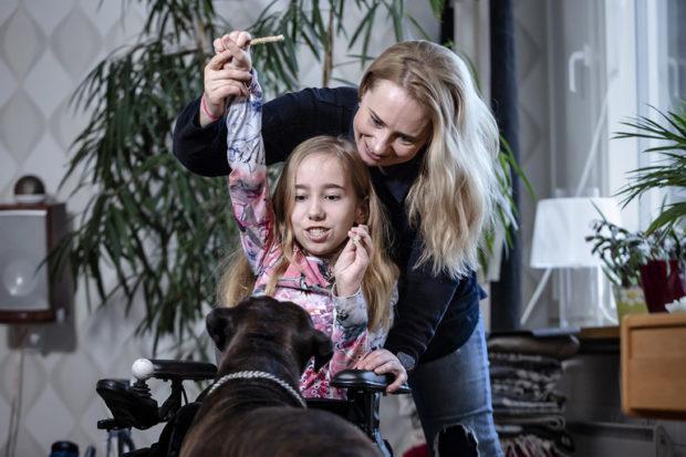 Пеппу жонглирует матерью Пии и собакой Тайной