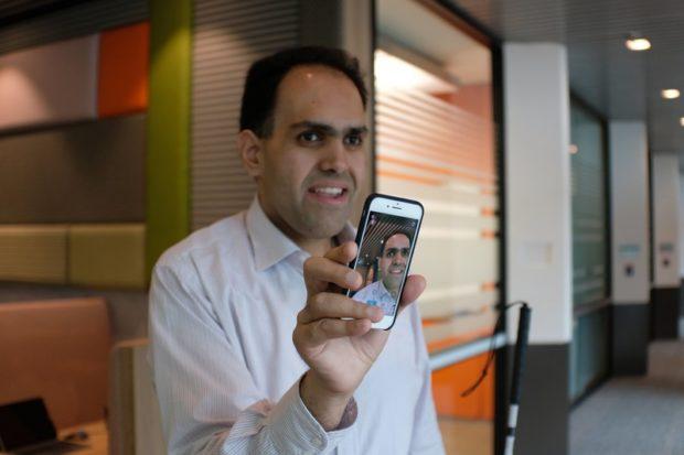 приложение Microsoft позволит слепым людям просматривать фотографии на смартфоне