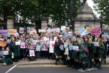 Ирландцы требуют доступ к лекарству Spinraza