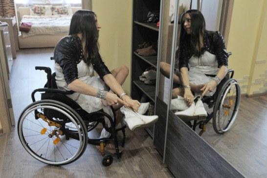 У воронежской красавицы украли коляску