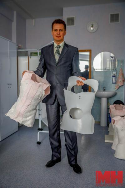 Как в Минске делают обувь и эксклюзивные коляски для инвалидов