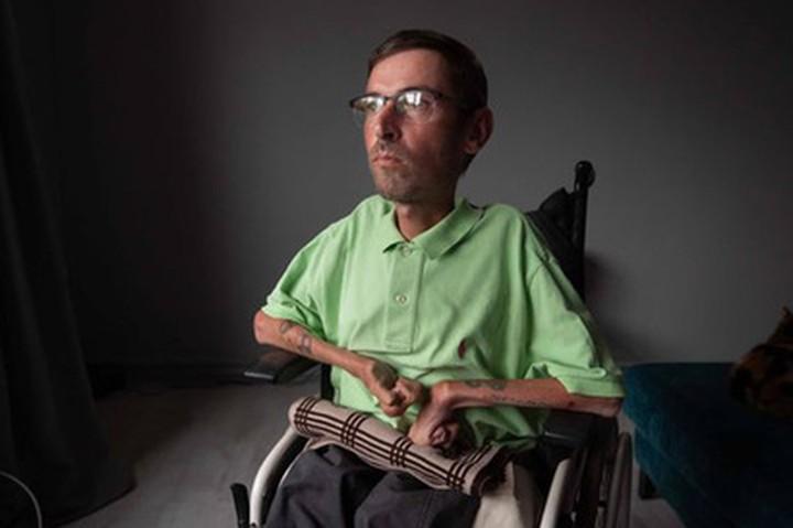 Сломал руку из-за унижений стюардесс