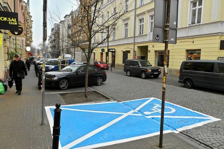 В Польше автомобили забирают на штрафстоянки