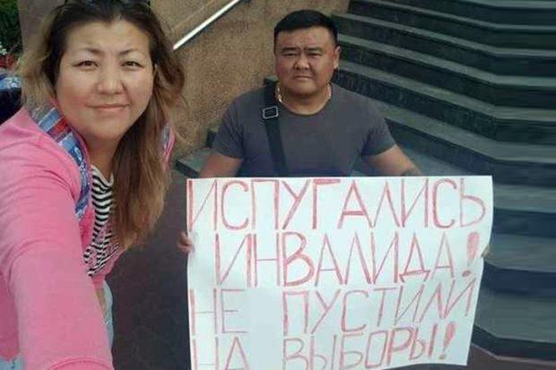 В Улан-Удэ инвалид-колясочник, не допущенный на выборы в Горсовет, устроил одиночный пикет