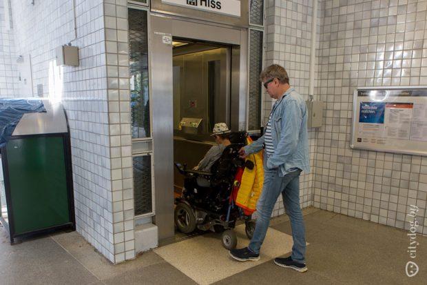 Передвигаться по Стокгольму в электроколяске