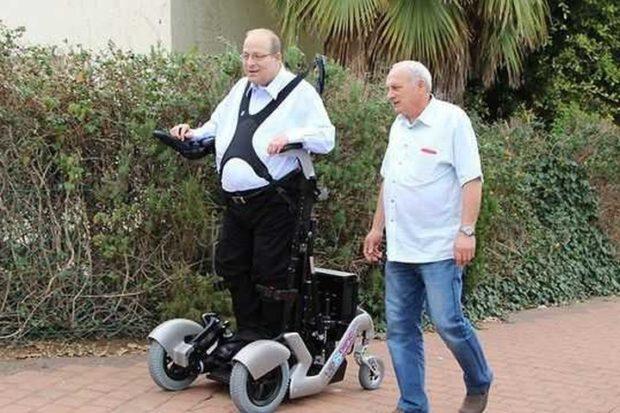 Новое инвалидное кресло с устройством TEK RMD позволит инвалиду стоять
