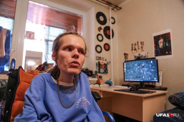 Алекс считает, что управлять инвалидным креслом силой мысли — вопрос времени