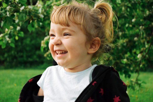 многие слышали историю Веры Званько — 3-летней девочки с редким заболеванием СМА