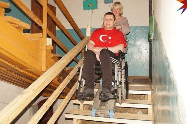 В старом бараке построили новую лестницу
