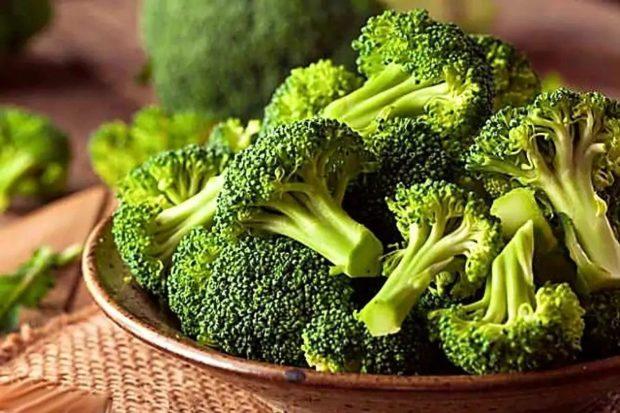 брокколи содержит фолиевую кислоту, каротиноиды и витамин С