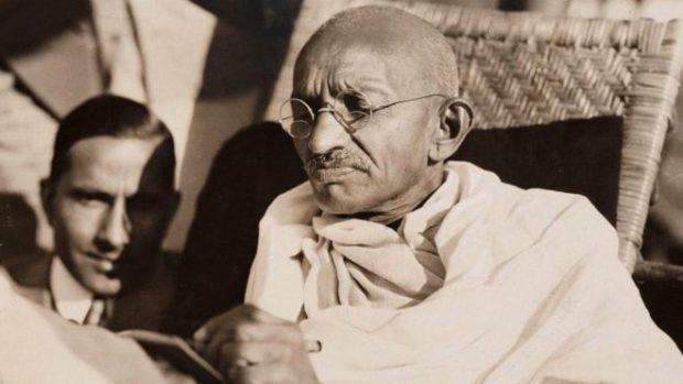 национальный герой Индии Махатма Ганди, потомственный вегетарианец