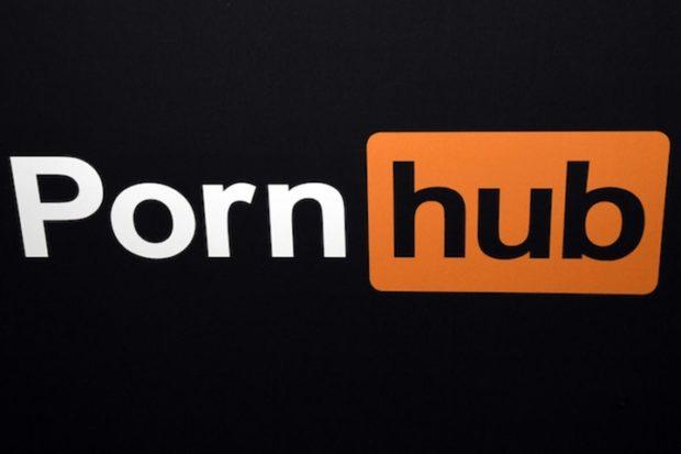 Pornhub реагирует на иск глухого человека по поводу отсутствия скрытых субтитров в видео