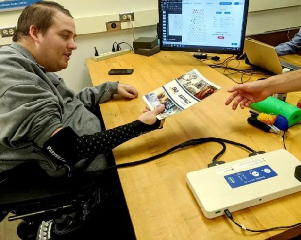 Нейроинтерфейс вернул чувство осязания пациенту с травмой спинного мозга