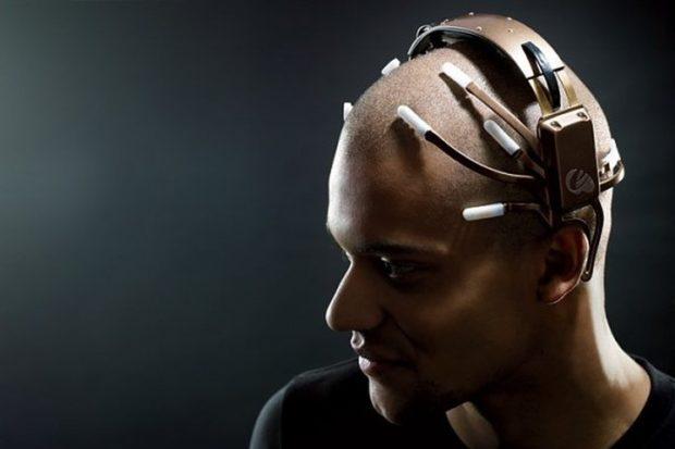 Искусственный интеллект научился переводить сигналы человеческого мозга втекст