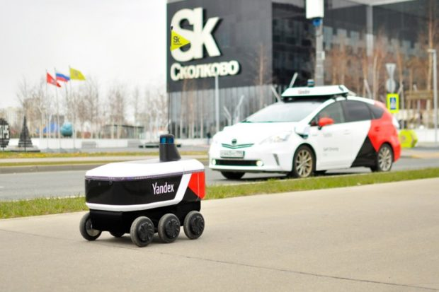 Робот-курьер от Яндекс начал работать в Сколково
