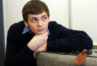 Алексей Янин начал вставать на ноги
