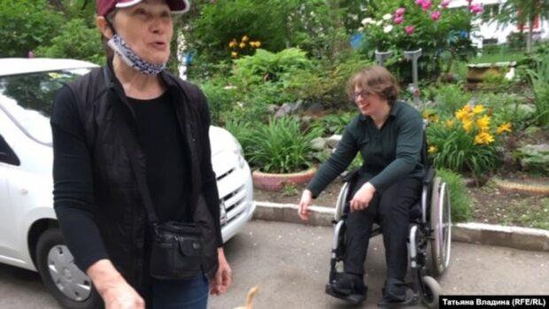 Татьяна и Анна Цыбина на прогулке