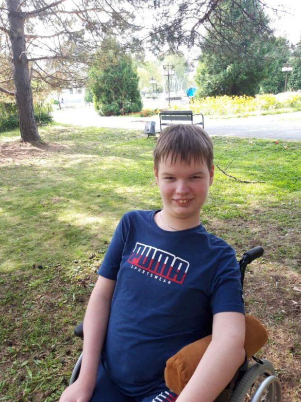 Мише 16 лет. Если у него будет «Спинраза», он сможет получить образование и работать в IT