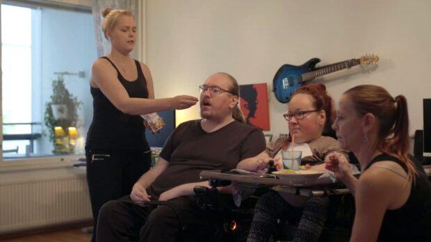У Райлы и Миики Рийконен семь постоянных помощников.Джанина Таллберг (слева) тоже помогает паре в сексе.