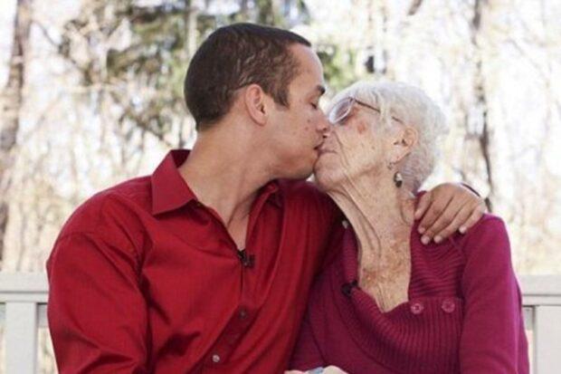 Призывник женился на 80-летней женщине