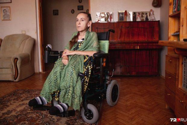 Врачи отказали 53-летней тюменке со СМА в лекарстве