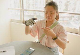 Умная перчатка переводит язык жестов в речь